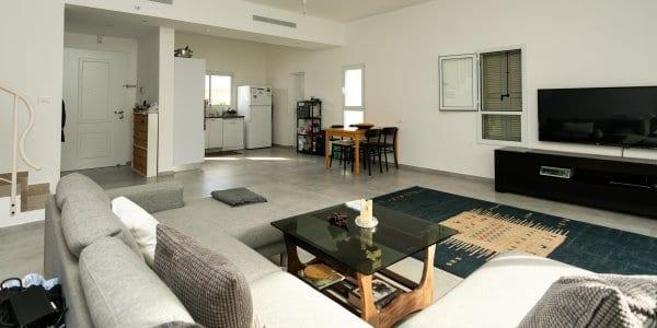 מותג חדש דירות ונכסים למכירה בפרדס חנה - משרד תיווך קרן גלעד FB-71
